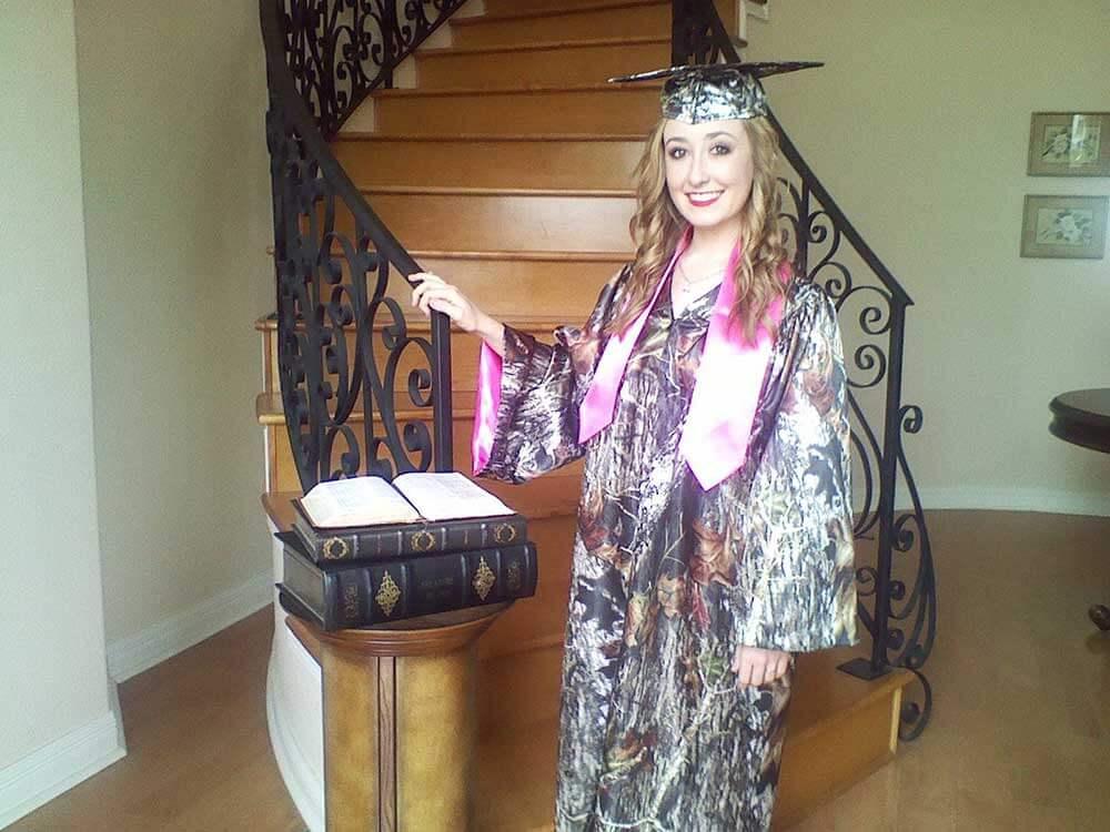 AE-GCG Model Graduation Mocha Chocolate Mossy Oak Break Up Camo Graduate (image)