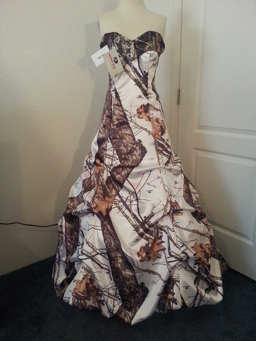 ATOC-32 Courtney Full Front Mossy Oak Winter-(2) Camo Gown (image)