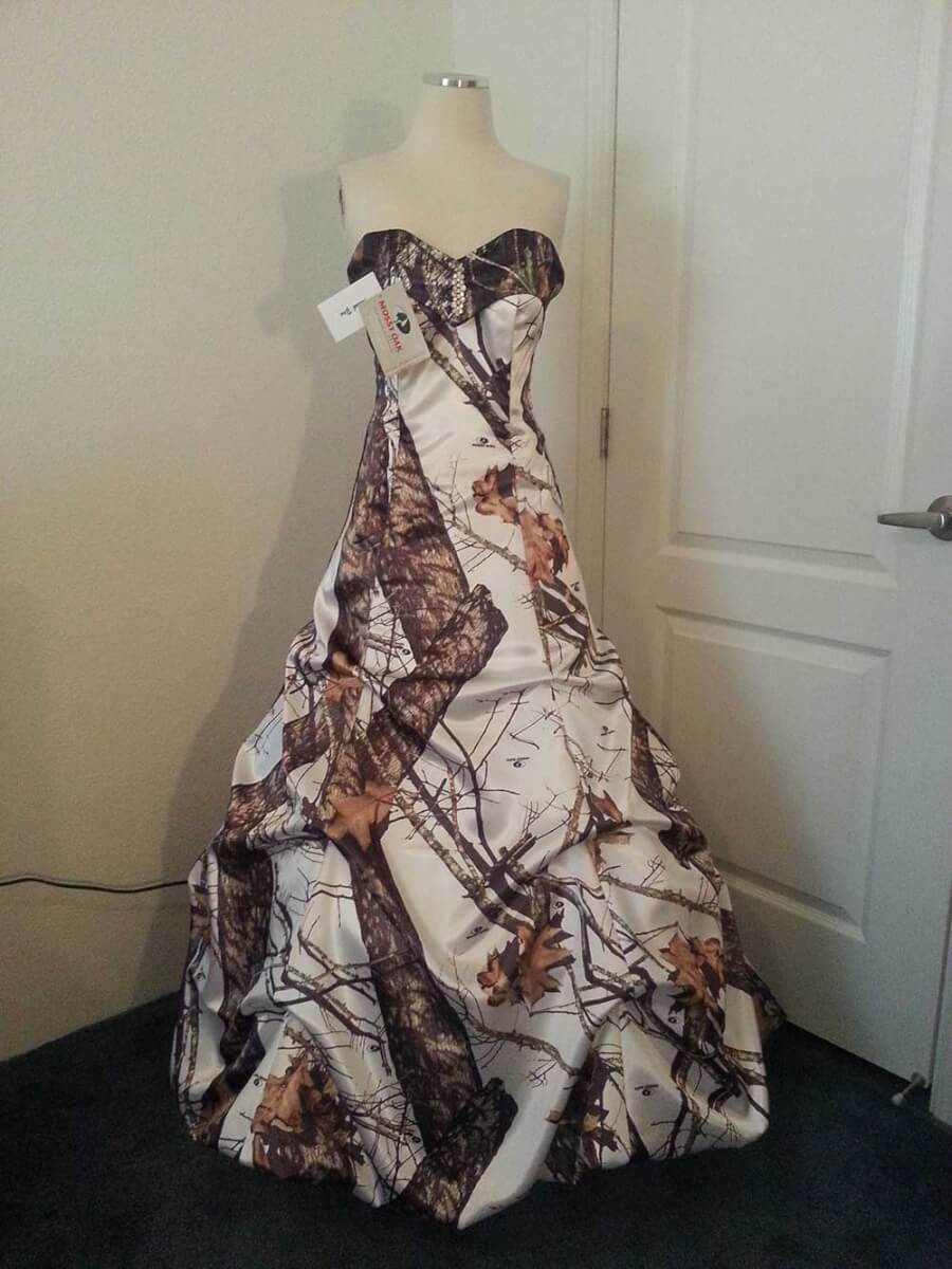 ATOC-32 Courtney Full Front Mossy Oak Winter Camo Gown (image)